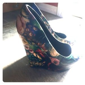 Also floral wedge